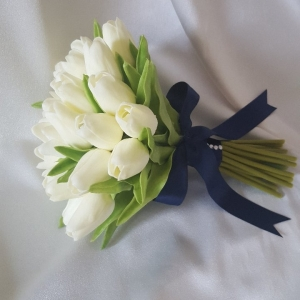 brides-tulip-wedding-bouquet