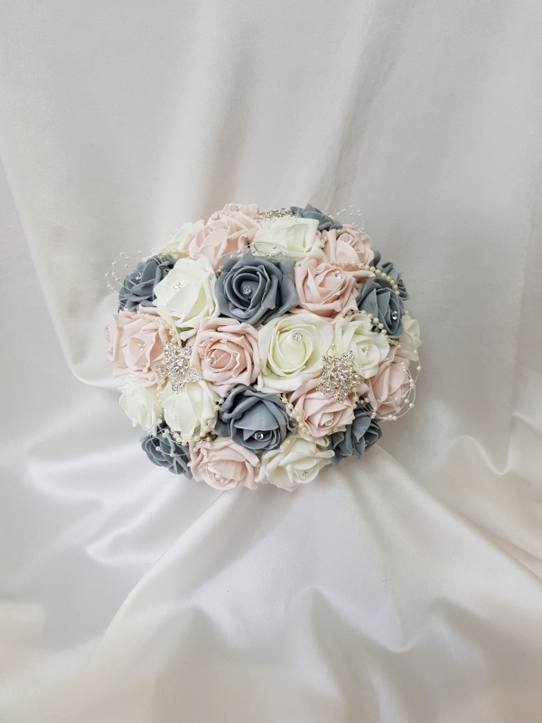 mocha-and-grey-brides-bouquet-brooches
