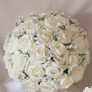 brides-ivory-gypsophila-bouquet