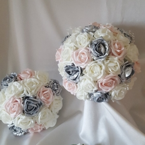 baby-pink-silver-ivory-wedding-flowers