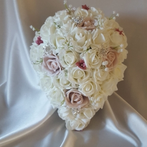 mocha-ivory-brooch-brides-bouquet