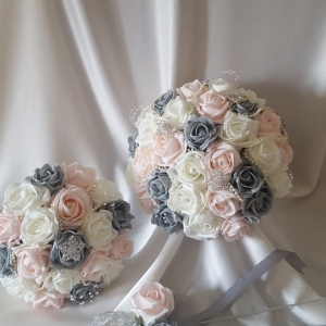 mocha-grey-brooch-wedding-flowers