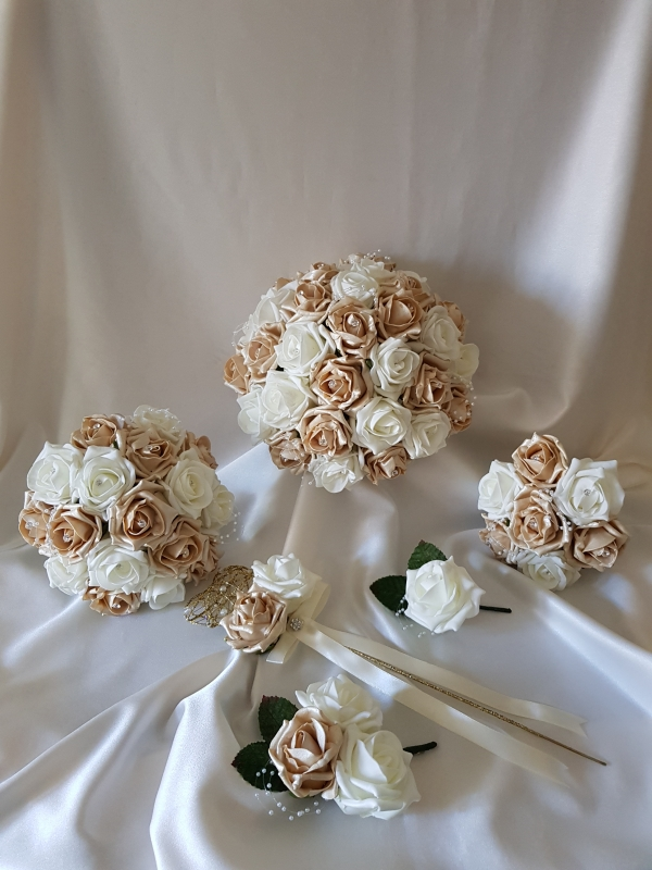 gold-ivory-wedding-flowers