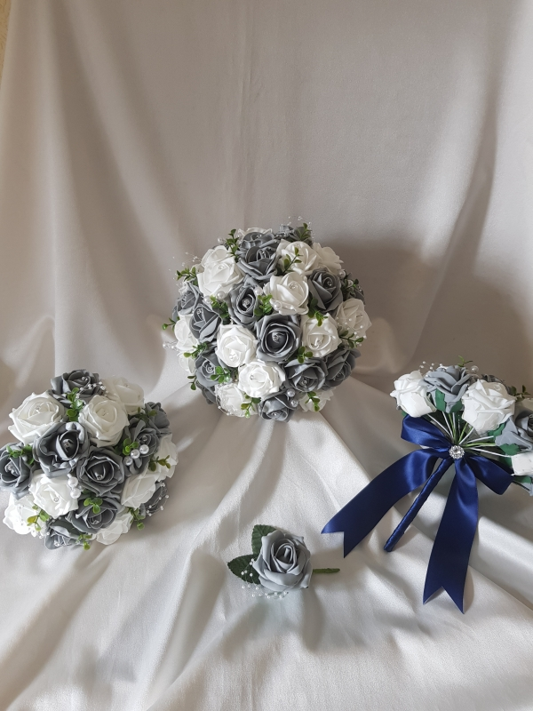 grey-white-wedding-flowers