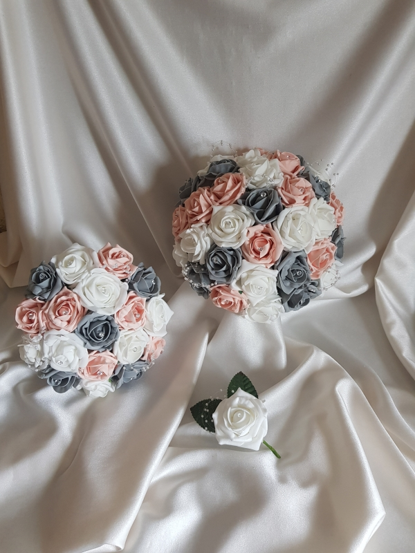 grey-vintage-peach-wedding-flowers