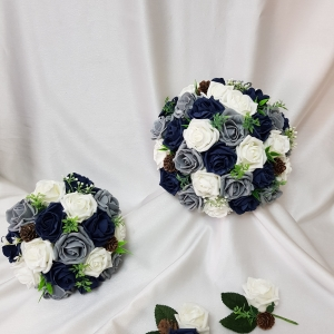 grey-navy-winter-wedding-flowers