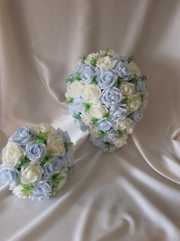 blue-ivory-foliage-wedding-flowers