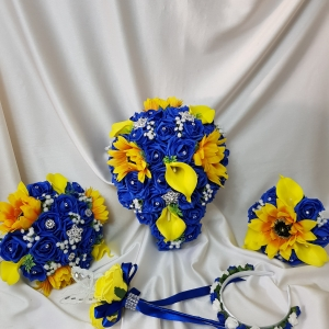 royal-blue-sunflower-wedding-flowers