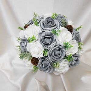 silver-white-winter-brides-bouquet