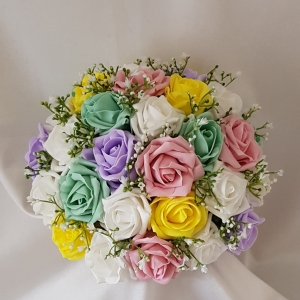 pastel-gypsophila-brides-bouquet