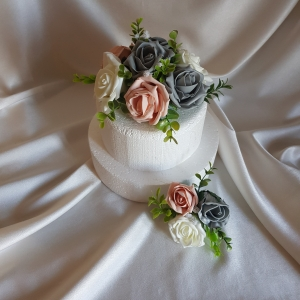 vintage-peach-wedding-cake-flowers
