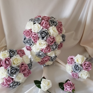 vintage-rose-silver-wedding-flowers