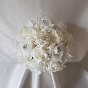 white-ivory-brooch-bridesmaid-bouquet