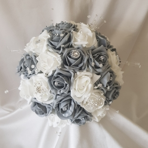 grey-white-brooch-brides-bouquet