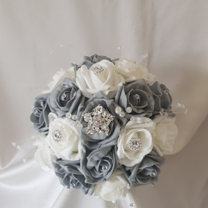 grey-white-brocch-bridesmaid-bouquet